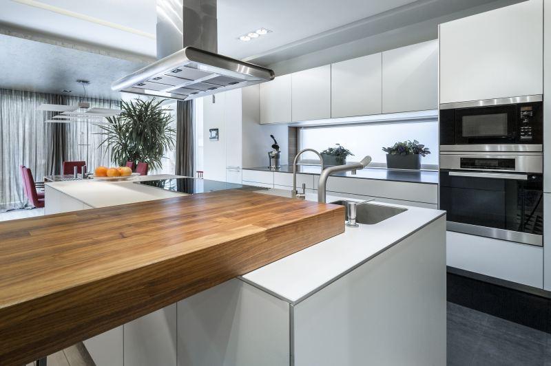 Drewniany blat w kuchni – wykończony olejem czy lakierem   -> Kuchnia Biala Lakierowana Cena