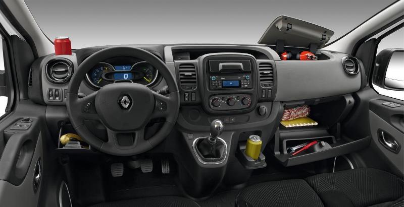 Renault trafic nowa wersja popularnego dostawczaka for Dimension interieur renault trafic