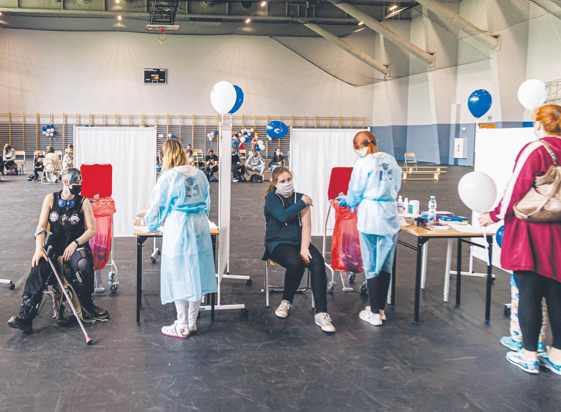 Organizacja szczepień przeciwko COVID-19 w szkołach