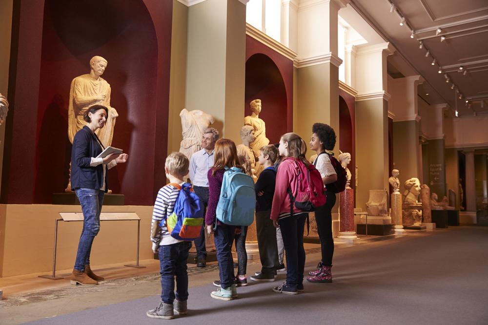 Wniosek o zwolnienie z ZUS pilotów wycieczek muzealnych i sklepików szkolnych - do kiedy?