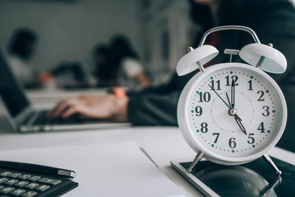 Roczny limit nadgodzin a oddany czas wolny - czy się wlicza?